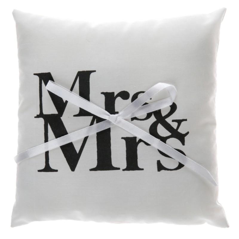 ringkussen mr mrs. Black Bedroom Furniture Sets. Home Design Ideas